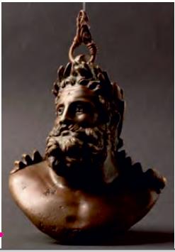 Yasa koyucu Solon. Yaşadığı dönemde Atina'da ortaya çıkan ağır bunalımları yurttaşlarının yararına koyduğu yasalarla önleyen devlet adamıdır.